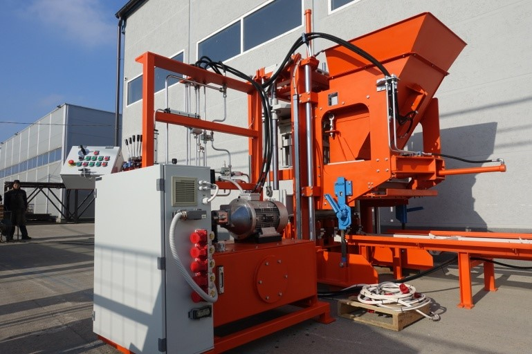USED BLOCK MACHINE SUMAB - R-300- Available in French!
