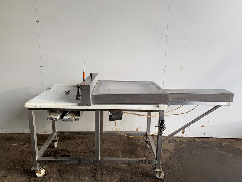 PM - in tray cake cutter