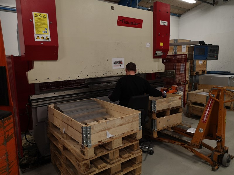 Beyeler press brake -  225 ton x 3100 PR 6